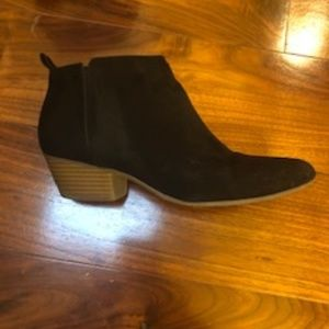 Old Navy Black Ankle Bootie